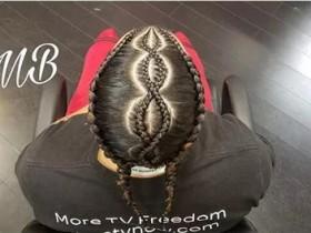 欧美嘻哈辫子发型步骤教程 欧美嘻哈双辫子图解