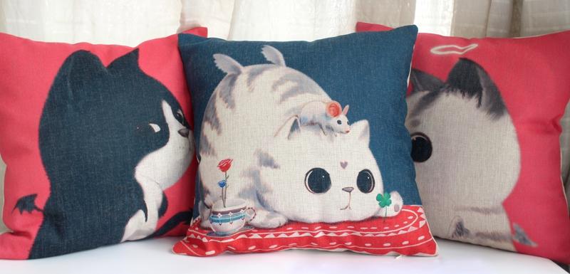 红色卖萌猫抱枕
