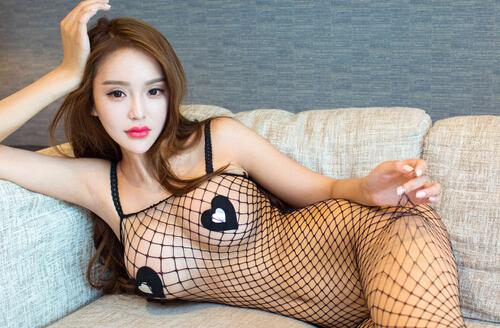 Ugirls尤果-第123期:小欧-黑色性感网袜大展私照