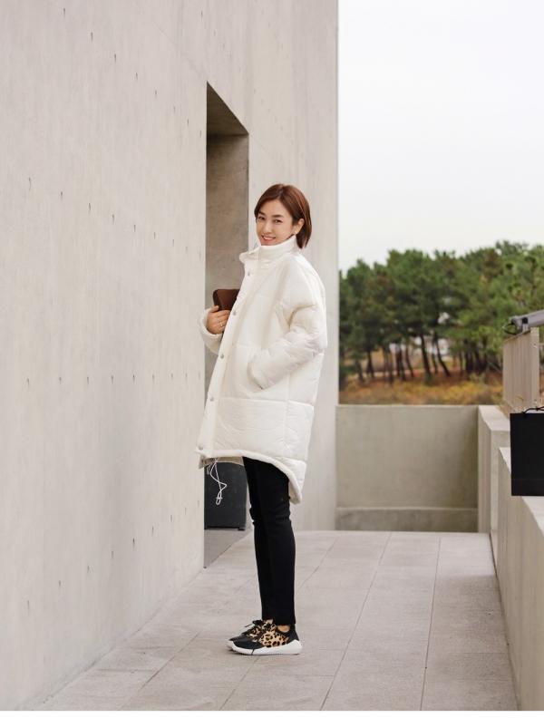 白色长羽绒服怎么搭配好看?白色长款羽绒服搭配图片