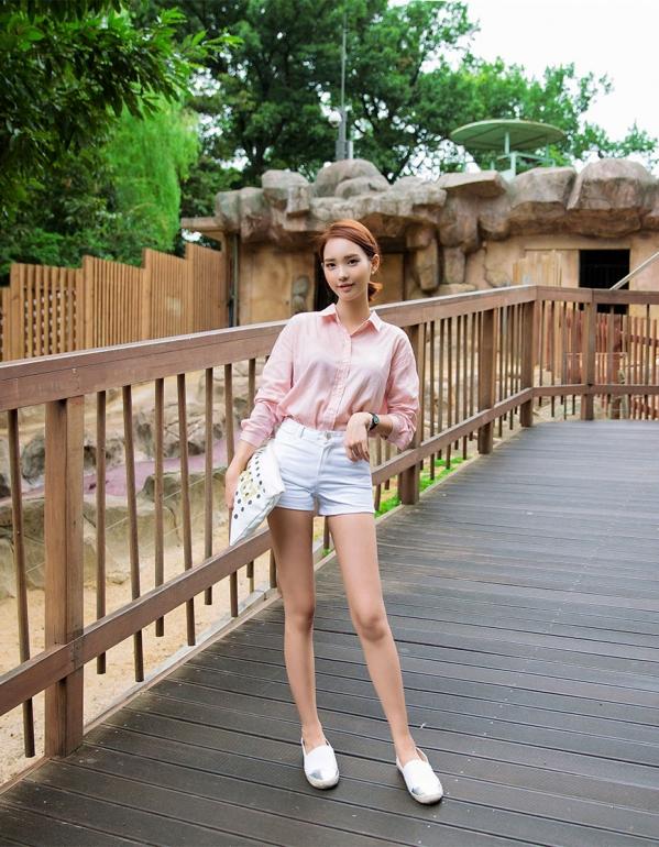 粉色雪纺衫怎么搭配 粉色碎花雪纺衬衫搭配图片