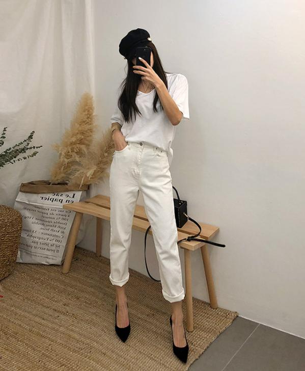 白t恤搭配什么裤子好看 一件白T穿出时髦优雅气质